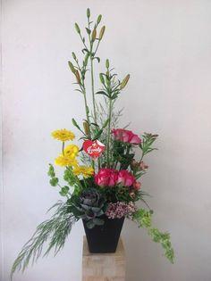 Cubo con flores varias - Floreria Lovely ®