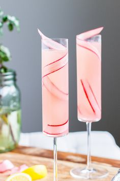 The Rhubarb 75 A Seasonal Variation on the Classic Champagne Cocktail-This Rhubarb a simple, seasonal twist on the classic French will quickly become your favorite (and most elegant) way to day drink. Champagne Cocktail, Cocktail Drinks, Cocktail Recipes, Alcoholic Drinks, Beverages, Fancy Drinks, Cocktail Ideas, Limoncello Cocktails, Rhubarb Cocktail