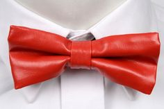 DEVON Artificial Leather Pre-tied Bow Tie from Tieroom - Solid red - Notch