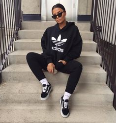 Outfits With Leggings – Lady Dress Designs Chill Outfits, Sporty Outfits, Nike Outfits, Look Fashion, Urban Fashion, Fashion Outfits, Fashion Hats, Fashion Accessories, Look Adidas