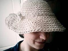 1950s-style wide brimmedhat - free crochet pattern
