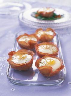Recette de Ricardo d'oeufs en coupelles de jambon et salade de roquette. Prêts en un rien de temps, ces oeufs en coupelle de jambon font un excellent déjeuner.