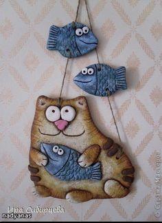 chat et poissons. travail à la plaque