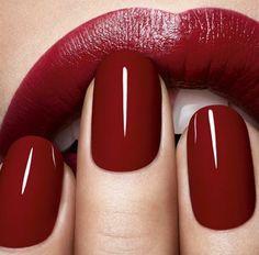Make up Tipps roter Lippenstift und rote Nagellackfarbe