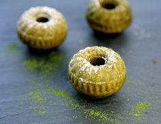 Mini Cake with Matcha Tea Matcha Tee, Mini Cakes, Food Preparation, Bagel, Doughnut, Muffins, Blog, Cupcakes, Bread