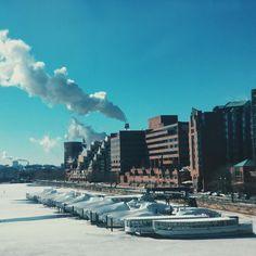 #cambridgeside #cambridge #cambma #charlesriver #river #smoke #smkestack #bluesky #boats #buildings #igboston #igersboston #igersmass #vsco #vscocam #vscodaily #vscophile #vsco_hub by bcrawfordphoto February 20 2016 at 05:01AM