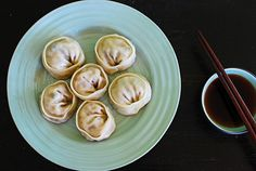 Korean Dumplings (Mandu) - Mandu is a must-have during Lunar New Year. Enjoy this easy recipe made with kimchi during the celebration. Easy Asian Recipes, Easy Delicious Recipes, Tasty, Yummy Food, Korean Recipes, Korean Dumplings, Beef Dumplings, Dumpling Sauce, Rasa Malaysia