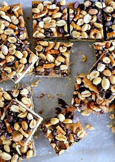 These Fully Loaded Bars have an oat shortbread crust topped with peanut butter caramel, pretzels, chocolate chips, & roasted peanuts. Easy No Bake Desserts, Just Desserts, Delicious Desserts, Frozen Desserts, Double Chocolate Cookies, Semi Sweet Chocolate Chips, Healthy Chocolate, Chocolate Recipes, Chocolate Chocolate