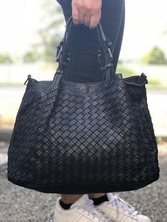New Handbags, Fashion Handbags, Fashion Bags, Leather Handbags, My Bags, Purses And Bags, Ethnic Bag, Fab Bag, Toms Shoes Outlet