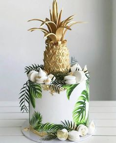 🍍 🌴 🇦🇺 Wishing you a day as sweet as this golden pineapple cake by Xx Pinapple Cake, Pinapple Birthday Cake, Luau Birthday, Jungle Birthday Themes, Jungle Cake, Tropical Party, Cake Decorating Techniques, Cute Cakes, Celebration Cakes