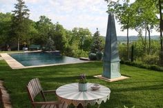 Infinity pool landscape with surrounding sculptures and sitting area: Poynter Landscape Architecture