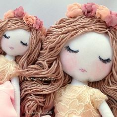 Handmade cloth rag dolls and waldorf doll. Fabric Toys, Fabric Crafts, Paper Toys, Homemade Dolls, Sewing Dolls, Soft Dolls, Diy Doll, New Baby Gifts, Baby Dolls