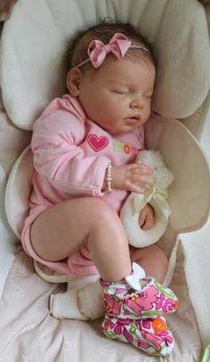 Bebê reborn realista menina.