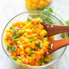 Mango Salsa - vibrant, fresh and easy salsa made only with It has the perfect balance of sweetness and spiciness that goes well with favorite chips, grilled fish or pork or even as a snack on its own. The only salsa you want for summer! Mango Salsa, Salads To Go, Mexican Food Recipes, Ethnic Recipes, Food System, Chutney Recipes, Small Meals, Caribbean Recipes, Stuffed Jalapeno Peppers
