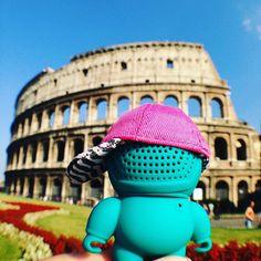 #Rome #colosseum #roma #whereareaudiobots #italy @excelsiormilano #urbanart #streetwear #style #snapback #music #audiobotsrock #pink #teal #designertoy #bornfrommusic #kawaii