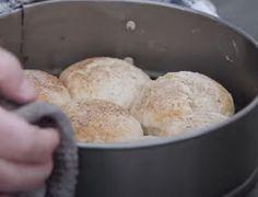 Έχουν τρελάνει το διαδίκτυο τα εύκολα ψωμάκια της Αργυρώ Μπαρμπαρίγου - Βάλε από πάνω μαρμελάδα πορτοκάλι οπωσδήποτε! - ΓΛΥΚΕΣ - Youweekly Sweet Recipes, Muffin, Bread, Drink, Breakfast, Food, Morning Coffee, Beverage, Muffins