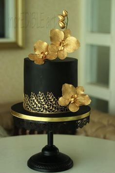Gorgeous black and gold cake ♥