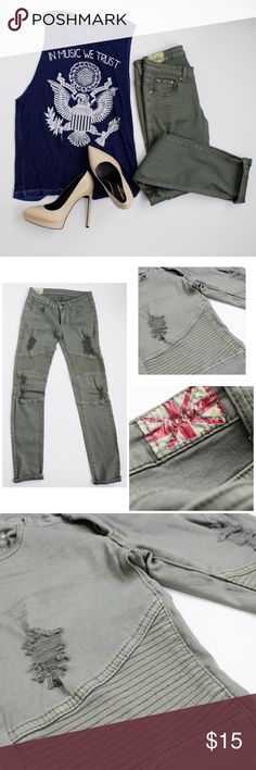 🎉💫🐊HOST PICK🐊💫🎉Olive Green distressed jeans Size 29 very soft and comfortable! Jeans Skinny