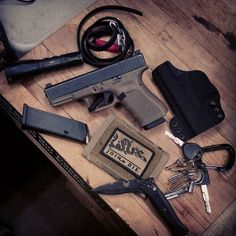 Little EDC pocket dump on this rainy tuesday. Students of ours will recognize the Glock 19 gen 4.  Surefire P2X Fury Haley Strategic INCOG IWB holster Benchmade folder Redactor Tactical RATS TQ Multicam wallet  #glock#glock19#g19#gen4#glockporn#edc#edcdump#ccw#concealedcarrynation#concealedcarry#everydaycarry#greenpeace#refactortactical#ratstourniquet#benchmade#gcode#haleystrategic#incog#surefire#surefirelights#fury #america#joinordie#igmilitia#multicam#parabellumfirearmstraining by…