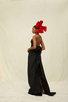 Oscar de la Renta RESORT 2021 Collection | Cool Chic Style Fashion Vogue Paris, Daily Fashion, Fashion Show, Style Fashion, Vogue Fashion, Fashion Weeks, White Fashion, Fashion 2020, Fashion Details