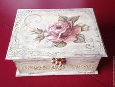 Decoupage Drawers, Decoupage Vintage, Decoupage Paper, Painted Boxes, Hand Painted, Cigar Box Crafts, Diy And Crafts, Paper Crafts, Box Roses