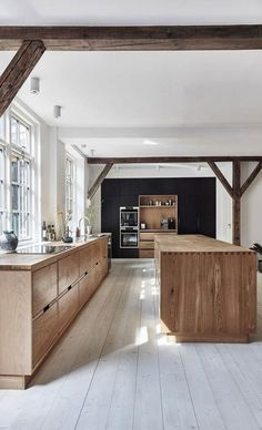 Kitchen of the Week: Lukas Grahams Stunning and Sustainable .- Kitchen of the Week: Lukas Grahams Stunning and Sustainable Kitchen Offene Landhaus-Küche - Modern Farmhouse Kitchens, Farmhouse Style Kitchen, Home Decor Kitchen, Design Kitchen, Kitchen Ideas, Kitchen Furniture, Home Interior, Kitchen Interior, Interior Plants