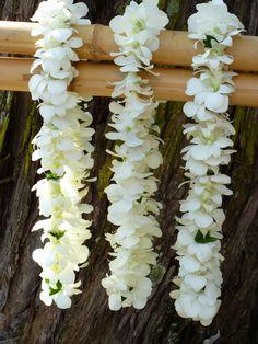 floral designs maui - sweet detail - white leis