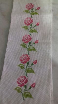 This Pin was discovered by Tur Cross Stitch Heart, Simple Cross Stitch, Cross Stitch Borders, Cross Stitch Flowers, Cross Stitch Kits, Cross Stitch Designs, Cross Stitching, Cross Stitch Patterns, Embroidery Flowers Pattern