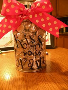 """I love Dr. Jean's saying """"Kiss your brain"""" when a kid does something smart. Well, now I can make a candy/reward bucket to coordinate! via First Grade Fever"""
