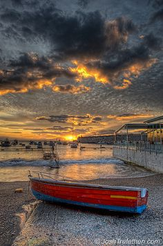 Sunrise on Amalfi Coast, Province of Salerno , Campania, Italy Beautiful World, Beautiful Places, Beautiful Sunrise, Jolie Photo, Sorrento, Amalfi Coast, Naples, Places To See, Landscape Photography