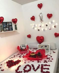 Birthday Room Surprise, Birthday Surprise For Girlfriend, Surprise Gifts For Him, Happy Birthday Celebration, Diy Gifts For Him, Friend Birthday Gifts, Diy Birthday, Boyfriend Birthday, Wedding Night Room Decorations