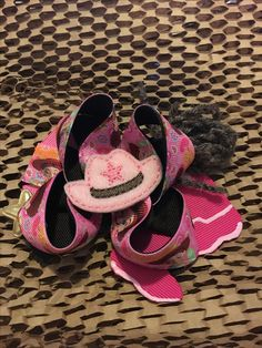 Boutique ribbon bow With feltie Boutique Bows, Ribbon Bows, Baby Shoes, Kids, Clothes, Fashion, Young Children, Outfits, Moda