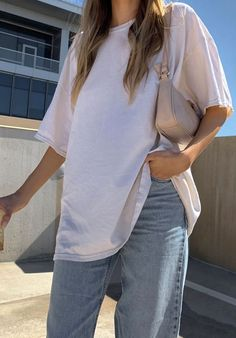The 20 Best Oversize Tees and the Fashion-Girl Outfit Inspo to Go With Them Cute Casual Outfits, Girl Outfits, Fashion Outfits, Sneakers Fashion, Moda Oversize, Oversized Tee, Oversized Shirt Outfit, Look Fashion, Girl Fashion