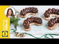 Parížske rožky 🌟 | Veronika Bušová | Kuchyňa Lidla - YouTube Christmas Sweets, Christmas Cookies, Russian Recipes, Lidl, Food And Drink, Baking, Desserts, Polish, Youtube