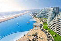 The largest pool in the world – a paradise for beachwear lovers