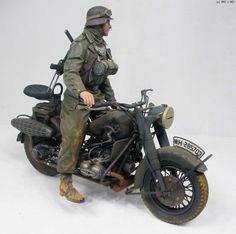 German BMW R75, DRAGON 1/9 scale. By 반즈중사 (Sergeant Barnes). #motorcycle #WW2 #vignette #diorama #figure_model #scale_model