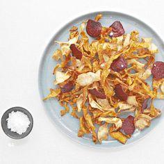 Lekker recept gevonden: Chips van biet, wortel en pastinaak Chips, Breakfast, Food, Morning Coffee, Potato Chip, Essen, Meals, Potato Chips, Yemek