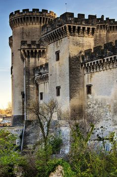 Castle of Tarascon: Tarascon is located 23 km (14 mi) south of Avignon and 20 km (12 mi) north of Arles, on the left (east) bank of the Rhône River.