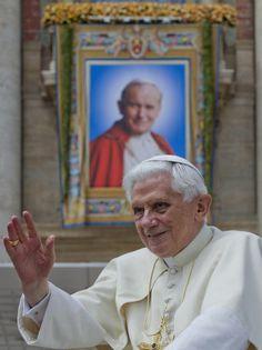 Benedikt XVI.: Über sein theologisches Erbe streiten seine Anhänger und Kritiker schon zu seinen Lebzeiten. Derzeit lebt Benedikt XVI in einem kleinen Kloster und beantwortet nach wie vor viele Briefe. Mehr zur Person hier: http://www.nachrichten.at/nachrichten/meinung/menschen/Papst-in-Pension;art111731,1301860 (Bild: epa)