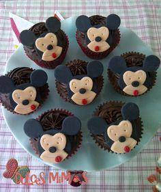 cupcakes mickey Gingerbread Cookies, Cupcakes, Desserts, Food, Gingerbread Cupcakes, Tailgate Desserts, Ginger Cookies, Deserts, Cupcake
