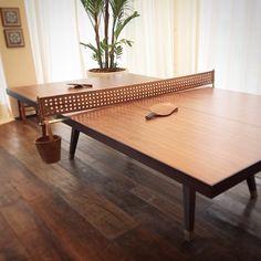 Amei esta mesa de pingue-pongue de lâmina de madeira e couro do espaço do Dado Castelo Branco na Casa Cor Rio. Detalhe para a rede de couro furado!!  #leather #detail #design #decor #wood #ideas #instadecor #interiordesign #casacor #giselamiroarquitetura