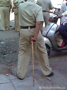 15 Of The Most Funniest Indian Police Fails Ever…They're Seriously Funny. All Jokes, Funny Jokes, Police Humor, Funny Police, Funny Dialogues, Best Funny Images, India People, Seriously Funny, Shit Happens