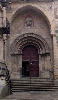 Iglesia de San Martín de Tours (Salamanca). S.XII. Construida por toresanos que repoblaron el barrio y que añadieron a su portada el arco polilobulado cerrado zamorano.