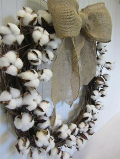 How to Make Your Own Cotton Boll Branch Wreath Lovely cotton ball wreath for the fall. The post How to Make Your Own Cotton Boll Branch Wreath appeared first on Cotton Diy. Diy Wreath, Burlap Wreath, Wreath Crafts, Burlap Ribbon, Grapevine Wreath, Fall Crafts, Diy And Crafts, Cotton Decor, Cotton Crafts