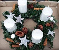 Adventní svíčky nemusí být jen na věnci! Inspirujte se originalitou - tn.cz Christmas Wreaths, Christmas Decorations, Table Decorations, Holiday Decor, Advent Wreath, Christmas Inspiration, Diy Home Decor, Diy And Crafts, Make It Yourself