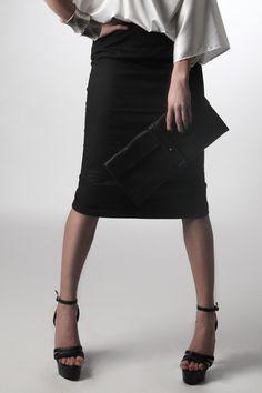 Gonna nera a vita alta // Black high-waisted skirt by inVITROlab via it.dawanda.com