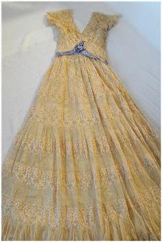 vintage lace wedding dress  loverofvintage.blogspot.com