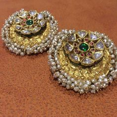 Gold For Jewelry Making Code: 7295161895 Indian Jewelry Earrings, Indian Wedding Jewelry, Antique Earrings, Bridal Jewelry, Choker Necklaces, India Jewelry, Indian Bridal, Necklace Set, Gold Earrings Designs