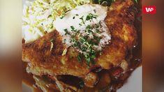 Placek po węgiersku, zwany czasami zbójnickim, to pomysł na sycący i przepyszny obiad. Idealny placek to połączenie dwóch składników: chrupiącej bazy oraz aromatycznego gulaszu mięsnego. Oto kilka sekretów, dzięki którym danie będzie jeszcze smaczniejsze. Ważny jest już wybór ziemniaków do placka. Najlepsze wychodzą ze starych, najlepiej zeszłorocznych, bulw. Do ciasta dodajemy jajko oraz startą cebulę, aby placki nabrały potem puszystości. Pork, Meat, Chicken, Kale Stir Fry, Pork Chops, Cubs
