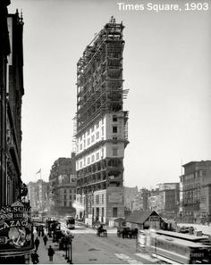 Times Building under construction, Times Square, New York, Vintage Photo -the start of times sq. Flatiron Building, Chrysler Building, Vintage New York, Retro Vintage, Old Pictures, Old Photos, Random Pictures, Funny Pictures, Photographie New York